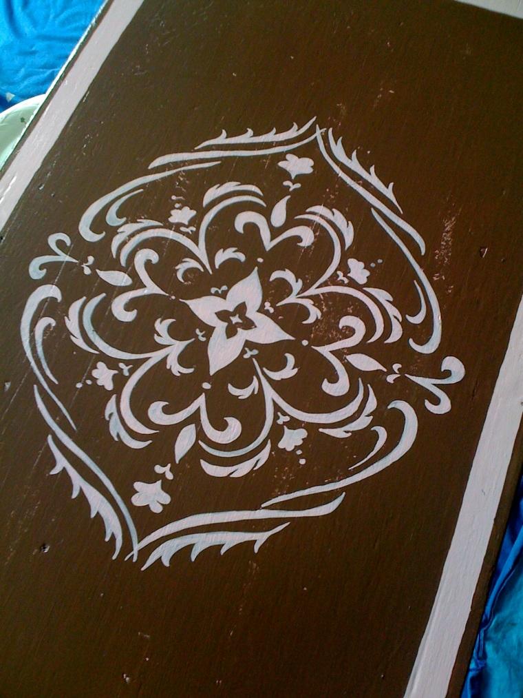 vintage twisted : brown & pink medallion table