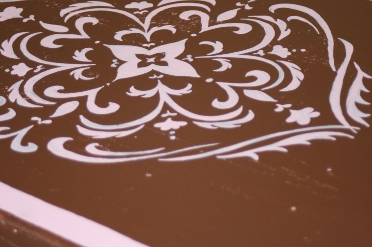 vintage twisted : chocolate & pink table/detail