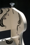 cream & black benchdetail