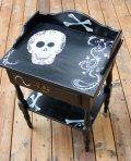 black & cream sugar skull table